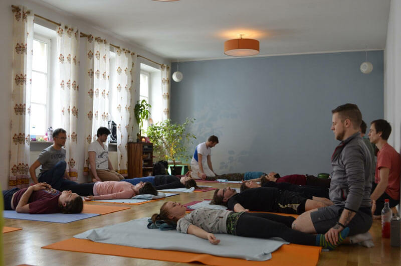 Acro Yoga Dresden - Thai Massage am Ende