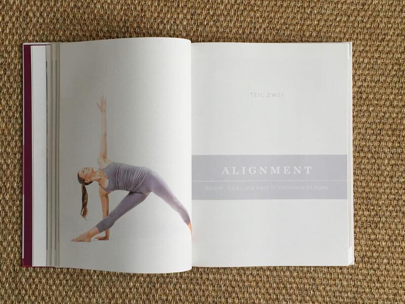 Anusara Yoga Buch von Barbra Noh - Trikonasana