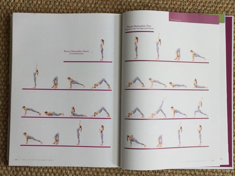 Anusara Yoga Buch von Barbra Noh - natürlich ist auch der Sonnengruß dabei