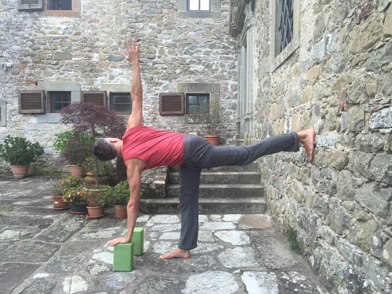 Yoga an der Wand