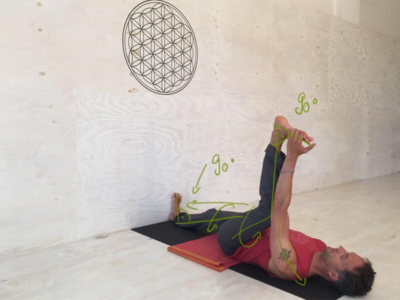 5 praktische yoga hilfsmittel f r dein yoga block gurt decke. Black Bedroom Furniture Sets. Home Design Ideas