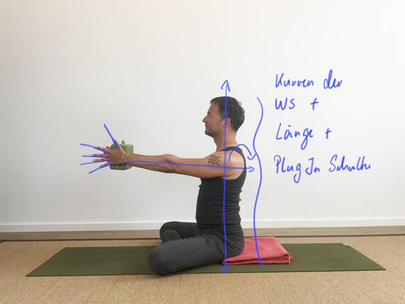 Yoga-Übungen für Schultern: Schultern integrieren – mit Block
