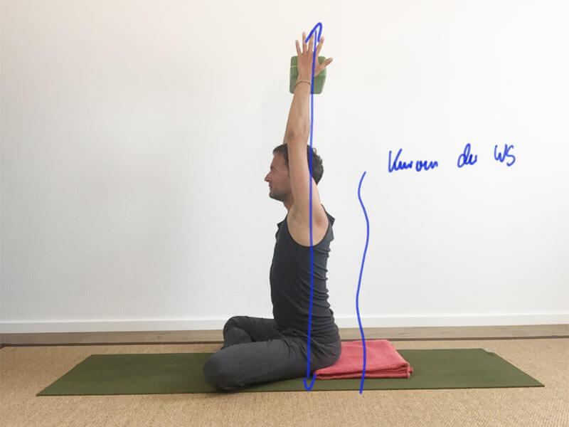8 yoga bungen f r schultern und nacken gegen verspannung. Black Bedroom Furniture Sets. Home Design Ideas