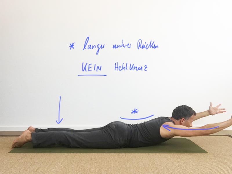 Yoga-Übungen für Schultern: Variante aus der Heuschrecke