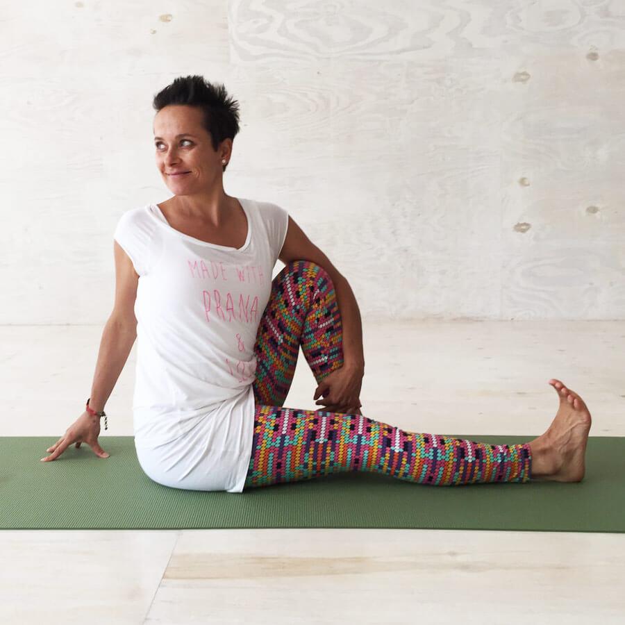 Drehsitz - Yoga Übungen in der Schwangerschaft:
