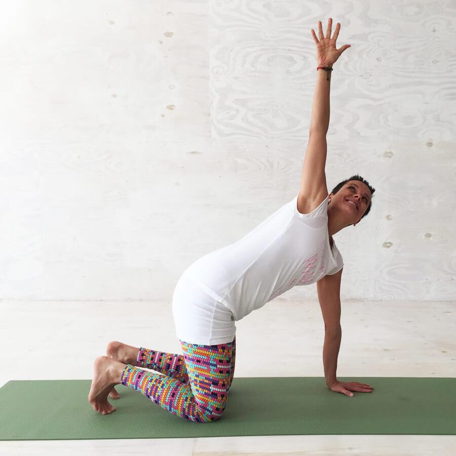 Yoga Übungen in der Schwangerschaft: Gedrehte Katze