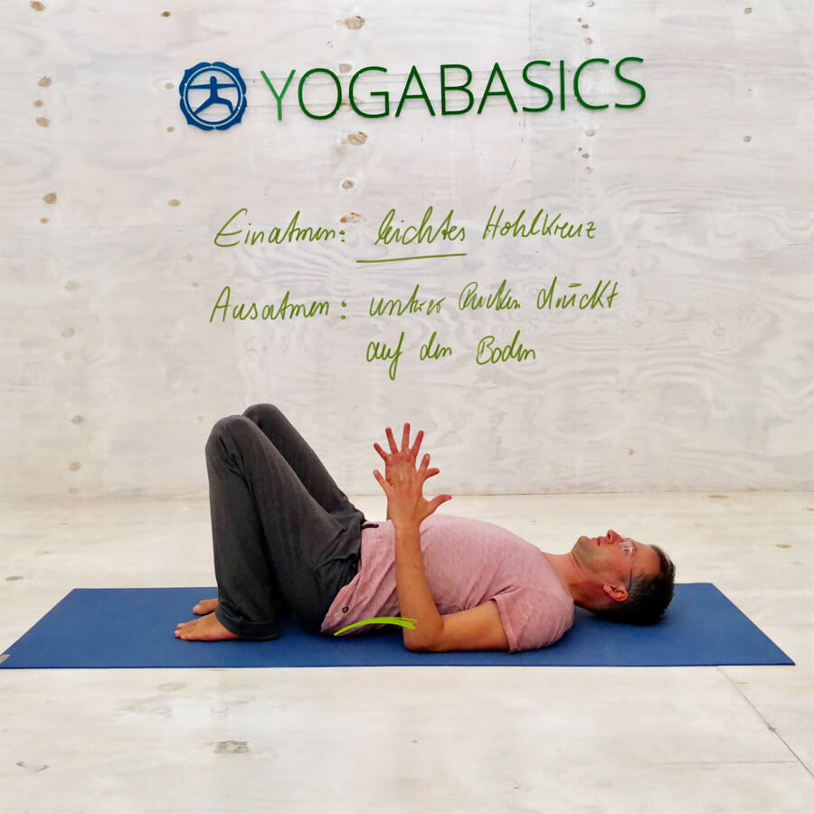 Rückenschmerzen unterer Rücken - Yoga Übung Beckenschaukel