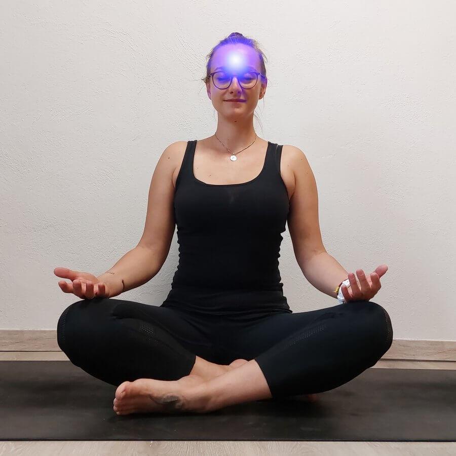 Chakra Yoga Stirnchakra Yogabasics